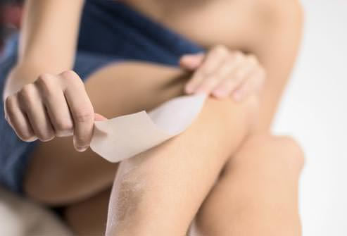 photolibrary_rm_photo_of_woman_waxing_legs